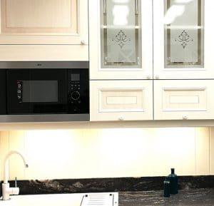 Fehér Vintage konyha - Hermon konyhabútor I alakban - Cliff konyhák Sopron