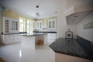 Amerikai konyha - fehér klasszikus konyhabútor - Cliff konyhabútor 1