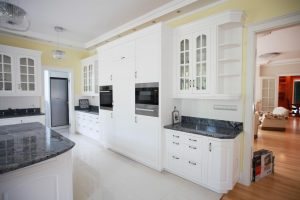 Amerikai konyha - fehér klasszikus konyhabútor - Cliff konyhabútor 2