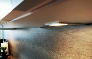 Modern L alakú konyha világítás - fehér Palace konyha - Cliff konyhabútor 10