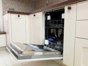Egyedi konyha - fehér vintage konyha mosogatógép - Cliff konyhabútor 15