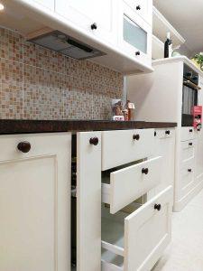 Egyedi konyha - fehér vintage konyha - Cliff konyhabútor 31