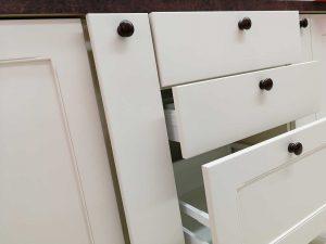 Egyedi konyha - fehér vintage konyha - Cliff konyhabútor 32