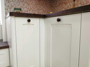 Egyedi konyha - fehér vintage konyha - Cliff konyhabútor 36