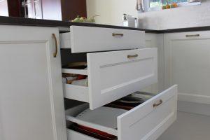Fehér konyhabútor - vintage konyha képek - Cliff konyhák 6